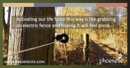 Abraçar a negatividade é como agarrar uma cerca elétrica e esperar que se sinta bem.